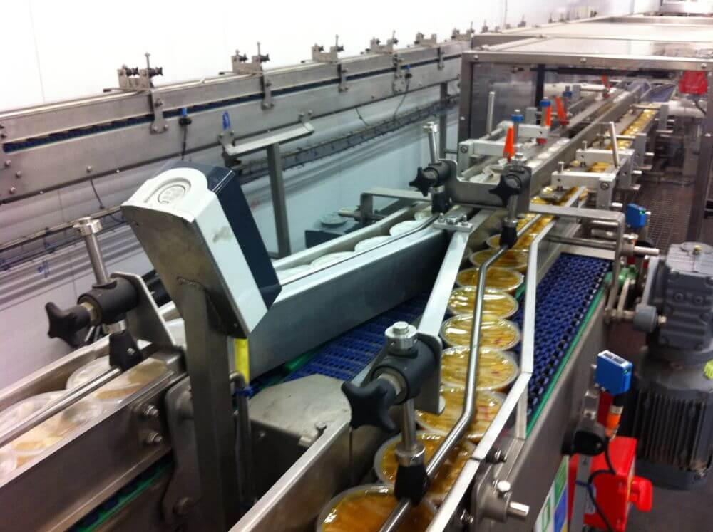 Product diverting belt conveyor